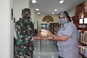 """Berkunjung ke UKSW, Danrem 073/MKT Berikan Buku Karyanya Yang Berjudul """"Lebanon Pra dan Pasca perang 34 Hari Israel Vs Hizbullah"""""""
