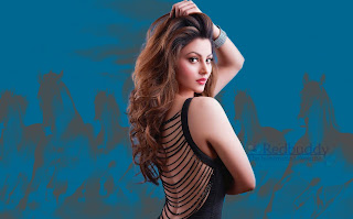 Urvashi-Rautela-Download-HD-Images-High-Quality-Wallpapers-4