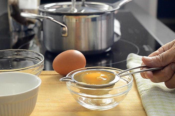 make poached eggs
