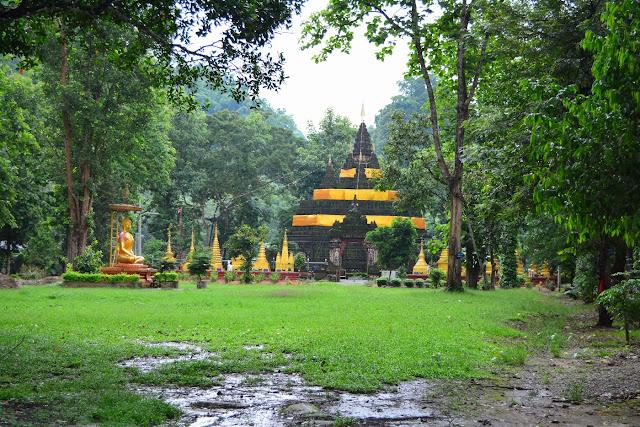 Un temple plus anciens décorée de jaune, la couleur du Bouddha.
