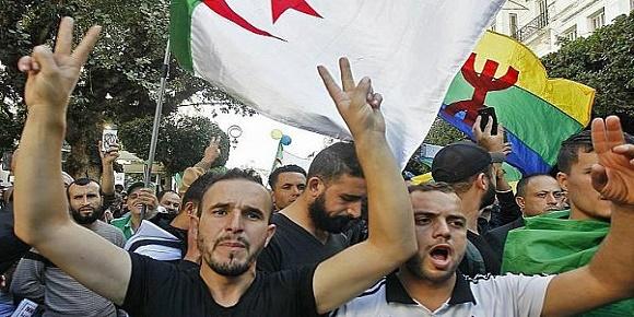 البراءة للمعتقلين رفع العلم الامازيغي