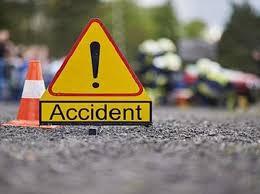 गुजरात से यूपी लौट रहे श्रमिकों की ट्रक डीसीएम से टकराई, दो की मौत, 60 घायल