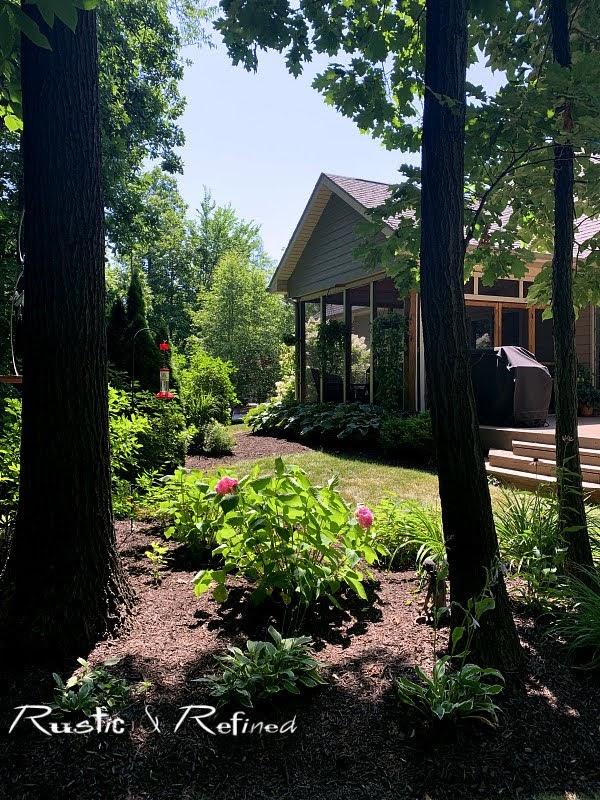 Lake County Indiana Master Gardener Garden Walk - House 4 Tour of gorgeous annuals, perennials and a porch!