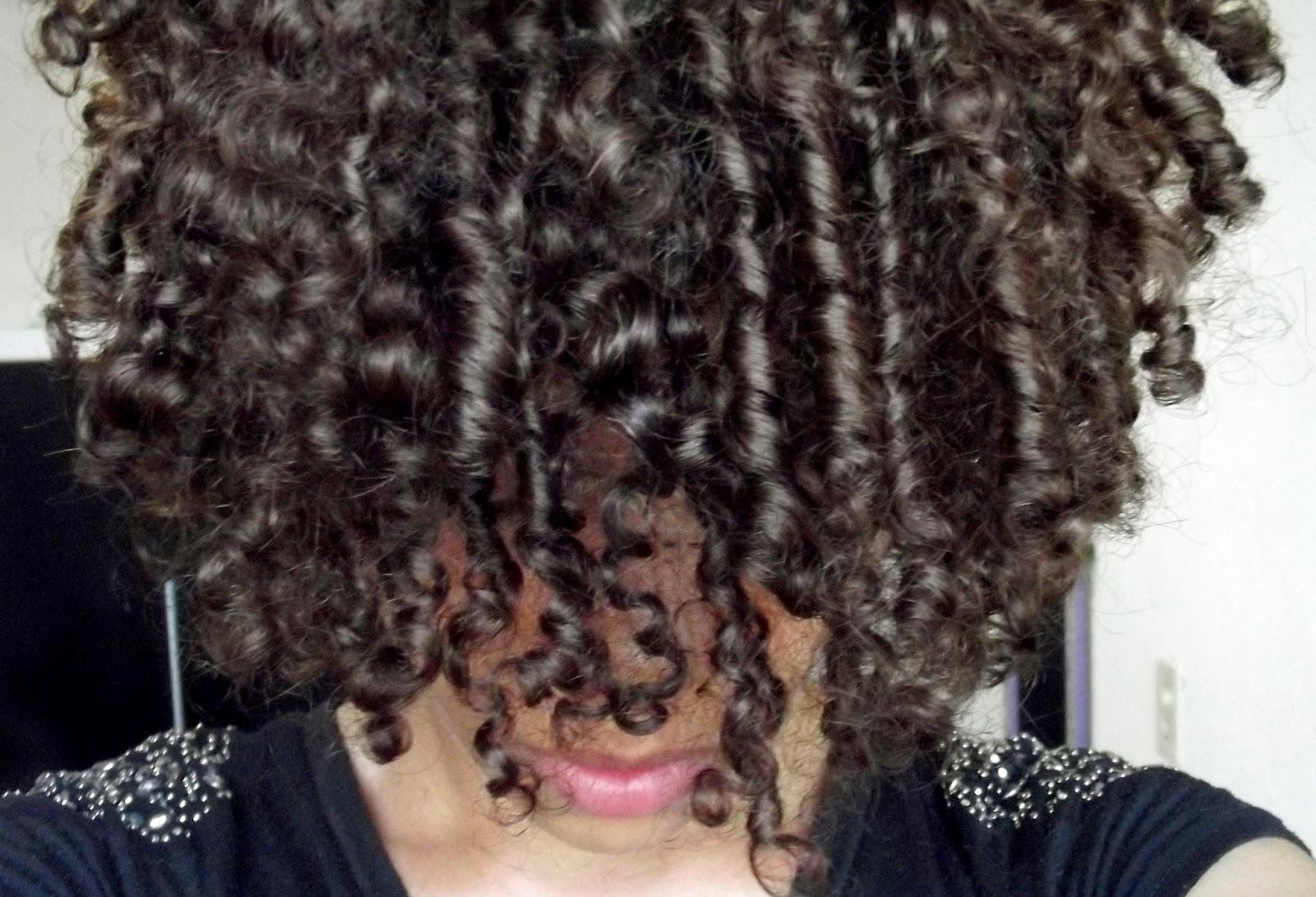 Resenha: Creme de pentear - Cachos Perfeitos da TRESemmé, creme de pentear para cabelo cacheados, creme de pentear para cabelo ondulado, creme de pentear para cabelo crespo, kahchear, kahena kévya, blog kahena kevya, closet de esmaltes, resenha de creme para pentear para cabelo cacheado,