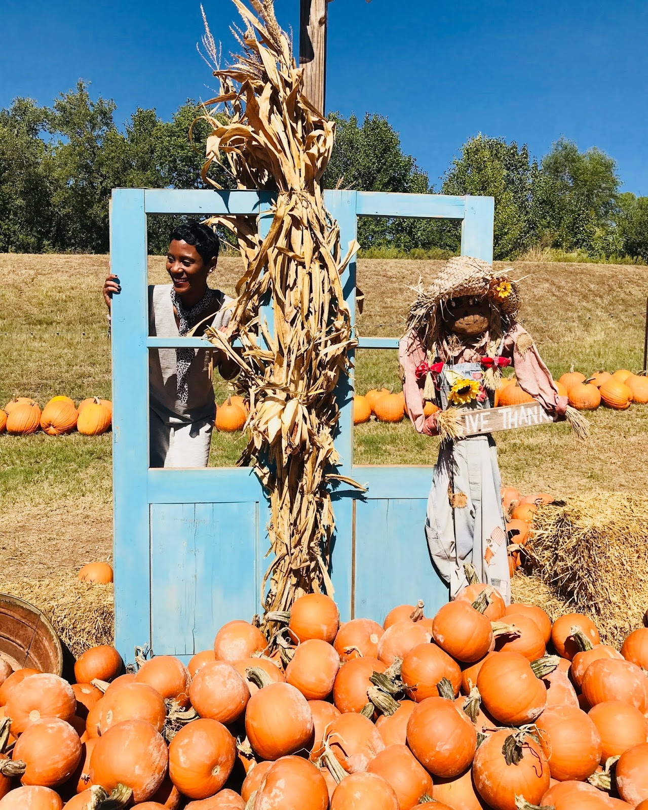 The Cutest Pumpkin Baskets, Posing With The Scare Crows And Getting Lost In The CRAZIEST Maze!