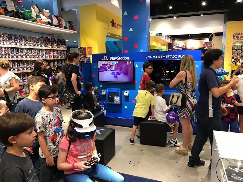 Grupo Ri Happy fecha parceria inédita com PlayStation e lança espaços de tecnologia nas lojas