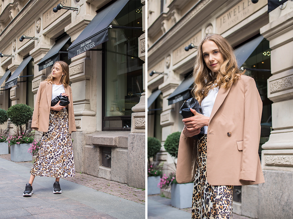 Neutral outfit with leopard print satin skirt - Neutraali asu, leopardiprintti, satiinihame