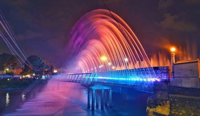 Air Mancur Menari Banjir Kanal Barat Semarang