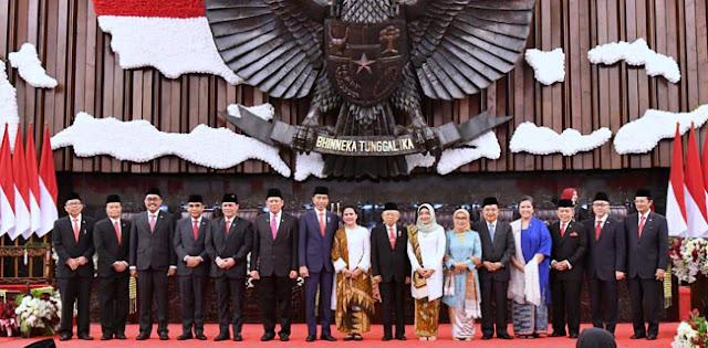 Ekonom: Jokowi Harus Tunda Pengumuman Susunan Kabinet