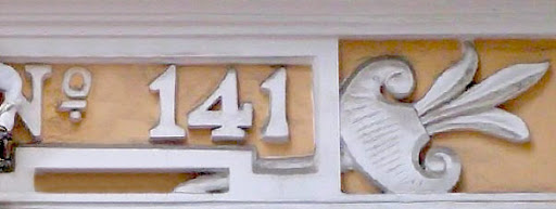 Номер участка на здании фотоателье в Симферополе