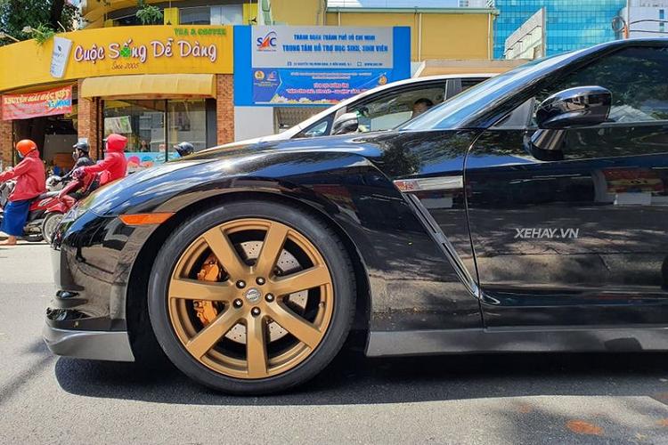 Chạm mặt 'quái xế' Nissan GT-R hàng hiếm trên phố Sài Thành