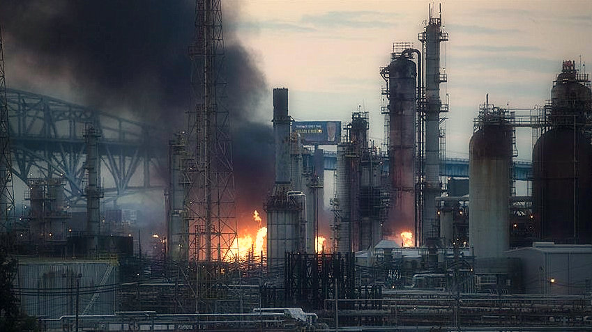 fires-explosions-at-oil-refinery-shake