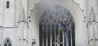 متطوّع يعترف بتورطه في حريق كاتدرائية نانت، ويوضع قيد الحبس الاحتياطي