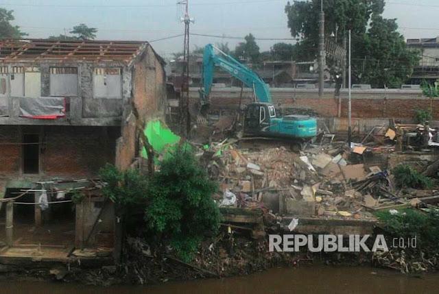 Teriakan 'Allahu Akbar' Warnai Penggusuran Rumah Di Bukit Duri