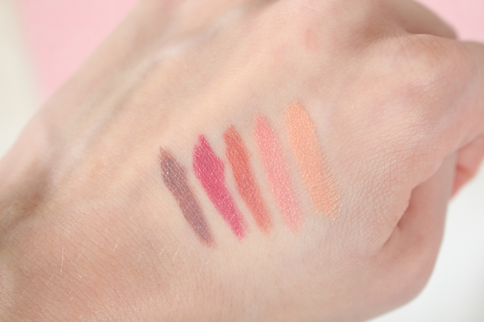 avon-moc-koloru-epic-lip-swatch