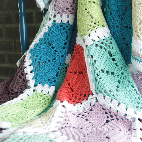 Crochet lace hexagon blanket | Happy in Red