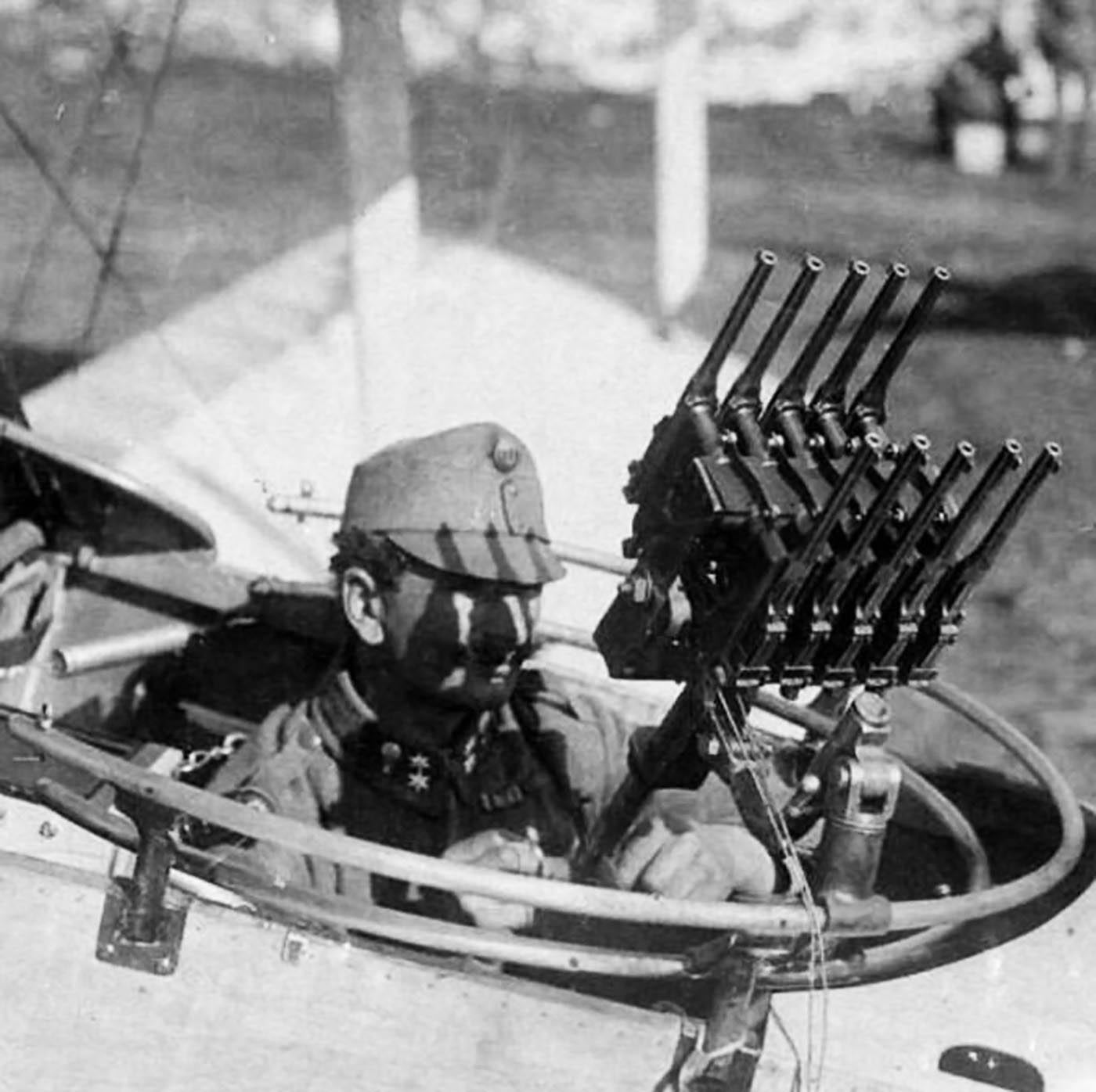 Ten Mauser C96 pistols arranged to defend an Austro-Hungarian reconnaissance aircraft, 1917.