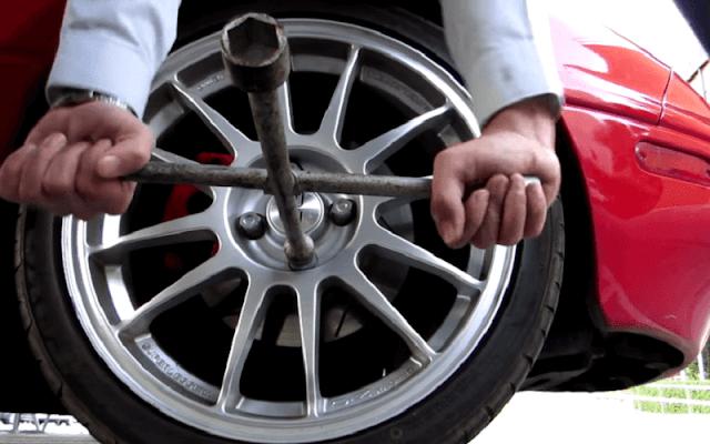 como cambiar los neumaticos al coche