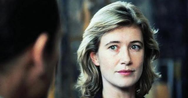 """Una jovencisima Ana Duato en la película española """"Adosados"""" en 1996 de Mario Camus"""