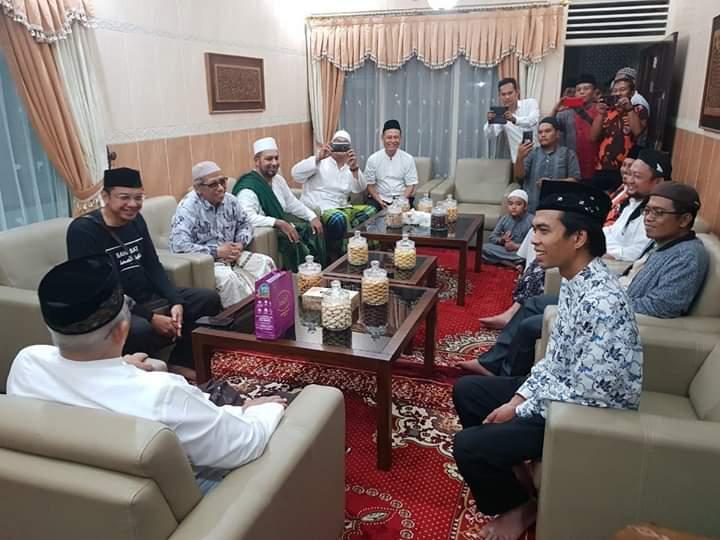 Ditolak Tabligh Akbar, UAS Disambut Terhormat Keluarga Pesantren Achsaniyyah Kudus