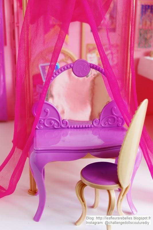 Coiffeuse Barbie avec miroir et fauteuil