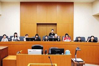 東小 ニュース: 修学旅行NO.3 旭川地方裁判所