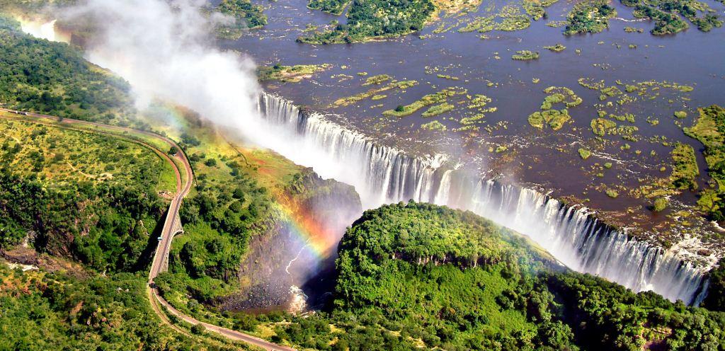 Victoria Falls (air terjun Victoria) atau Mosi-oa-Tunya asap yang bergemuruh) adalah sebuah air terjun yang terletak di Afrika bagian selatan
