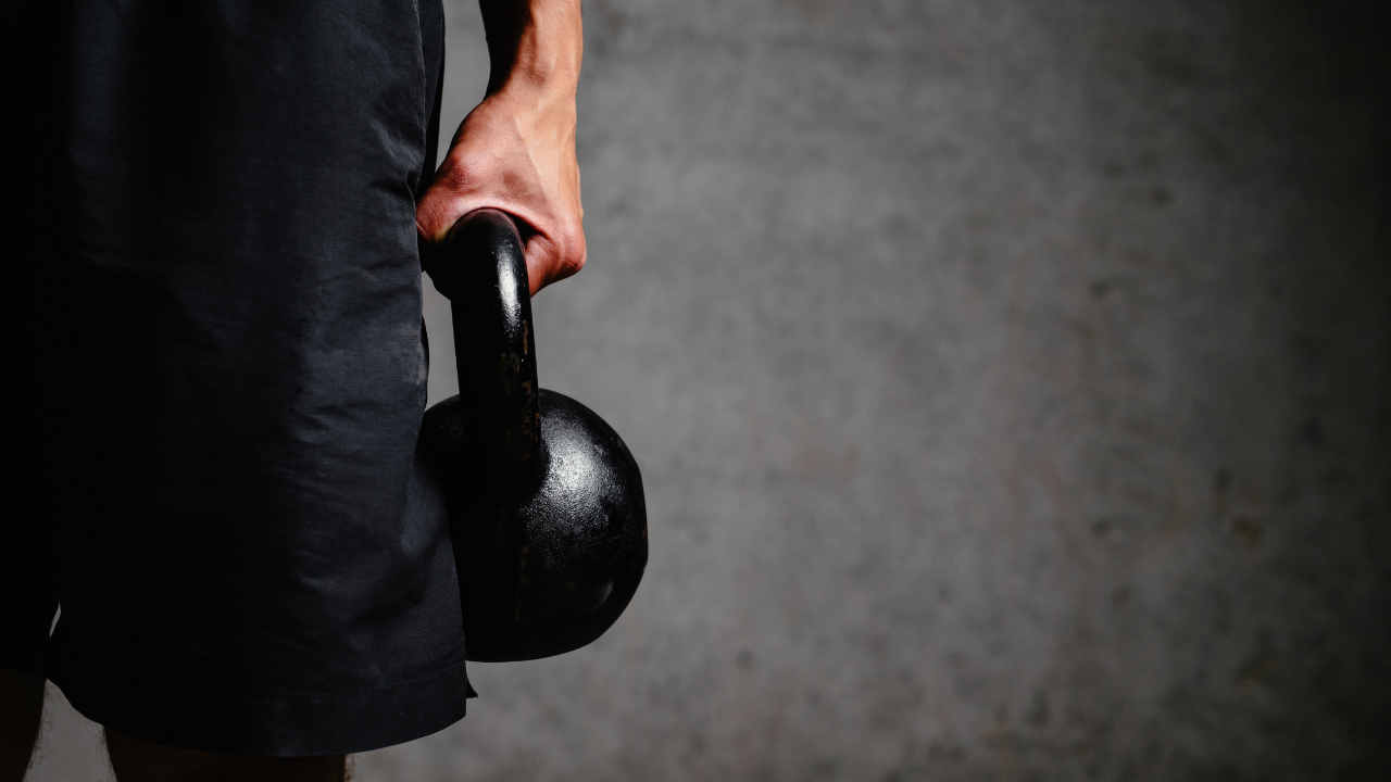 5+1 Kettlebell Exercises for a Full Body Workout - themanualtherapist.com