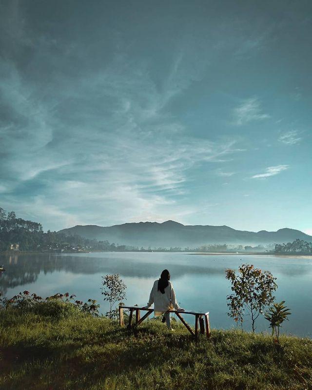 Di tepi Danau Cileunca pangalengan dilihat dari halaman de bloem