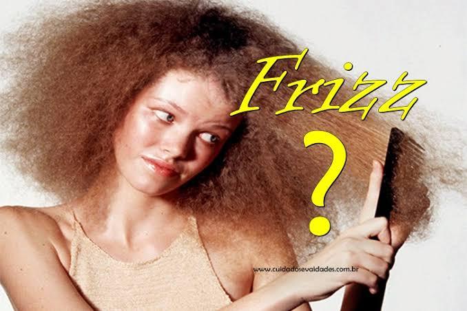 Como se livrar do frizz nos cabelos