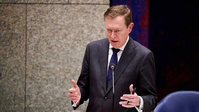 """وزير الصحة الهولندي يتعرض للإغماء خلال مناقشة أزمة كورونا بـ""""النواب"""""""