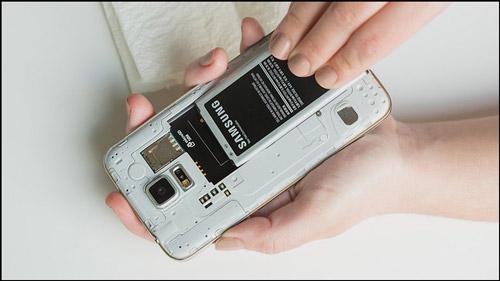 إزالة البطارية هاتف