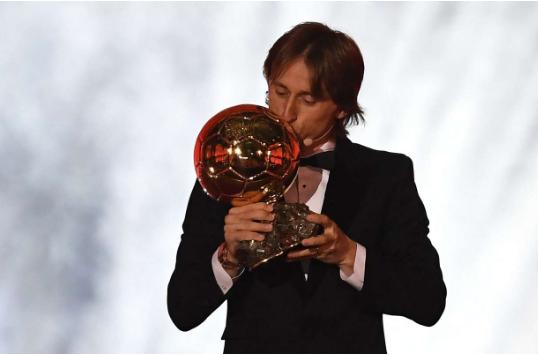 Vượt Messi và Ronaldo, Modric giành Quả bóng Vàng 2018