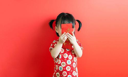 Cha mẹ dạy con điều gì với chiếc phong bao lì xì để tạo nên tính cách của trẻ cho mai sau