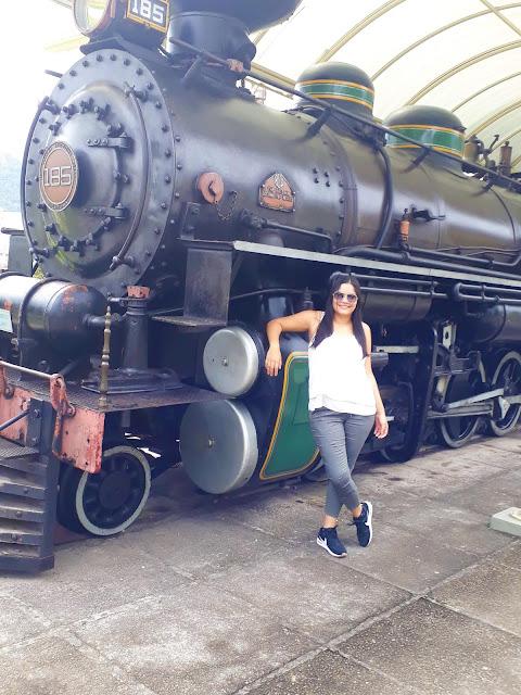 trem de carga antigo preto