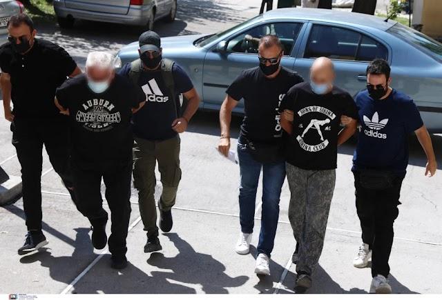 Στον εισαγγελέα οι κατηγορούμενοι βιαστές της 19χρονης από Ηλιούπολη (φωτο)