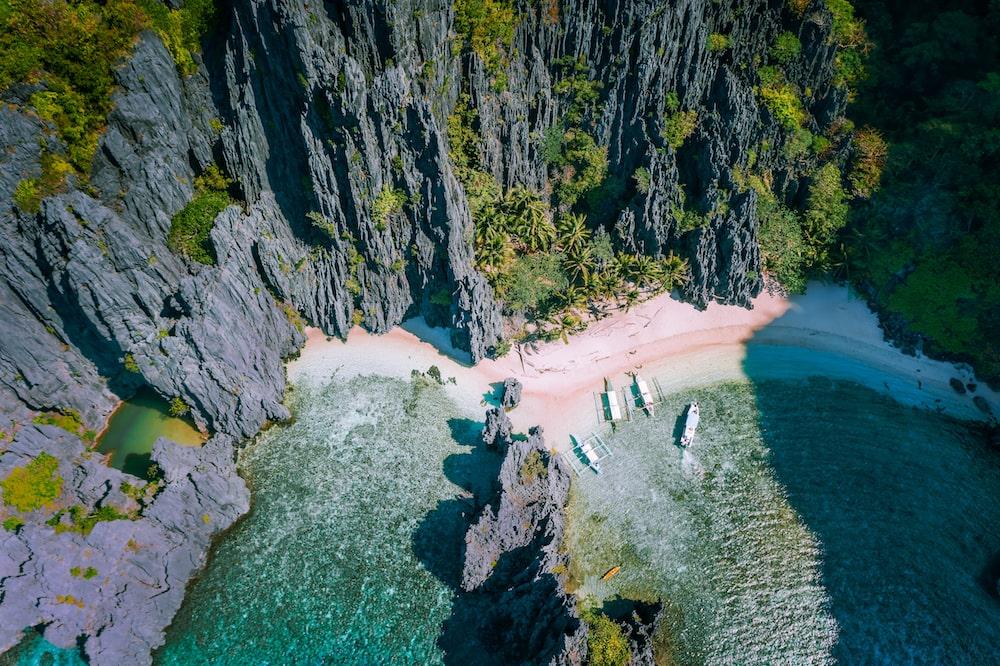 PRISTINE BEACH IN THE PHILIPPINES