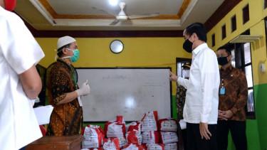 Jokowi Minta Proses Penyaluran BLT Desa Disederhanakan