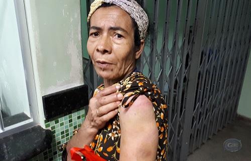 Mulher contou que poucos minutos antes do atentado ela foi espancada pelo filho (Foto: Giro Ipiaú)