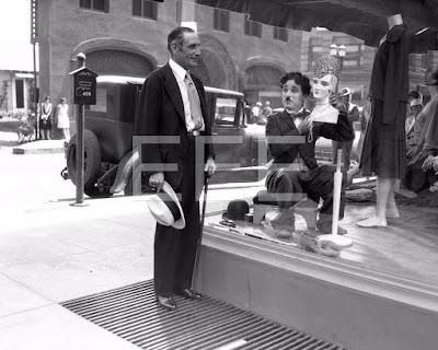 """Чарли Чаплин и посол Александр Мур на съемках """"Огней большого города"""""""