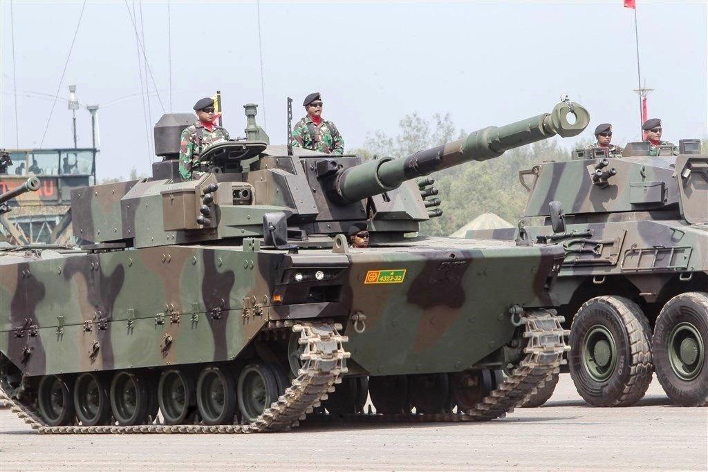 DEFENSE STUDIES: Tank Buatan Turki-Indonesia Dipamerkan di HUT TNI