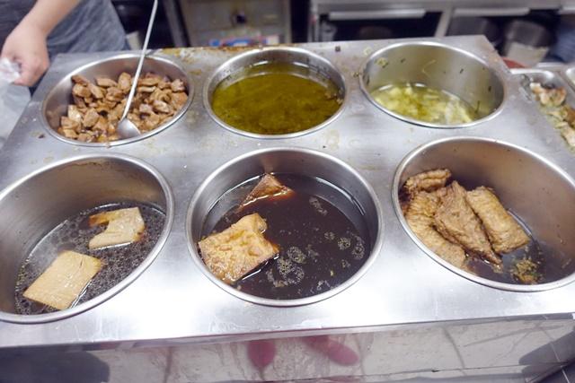 忠孝夜市素食懶人包~素牛排、素烤肉、素鹽酥雞、自在素食