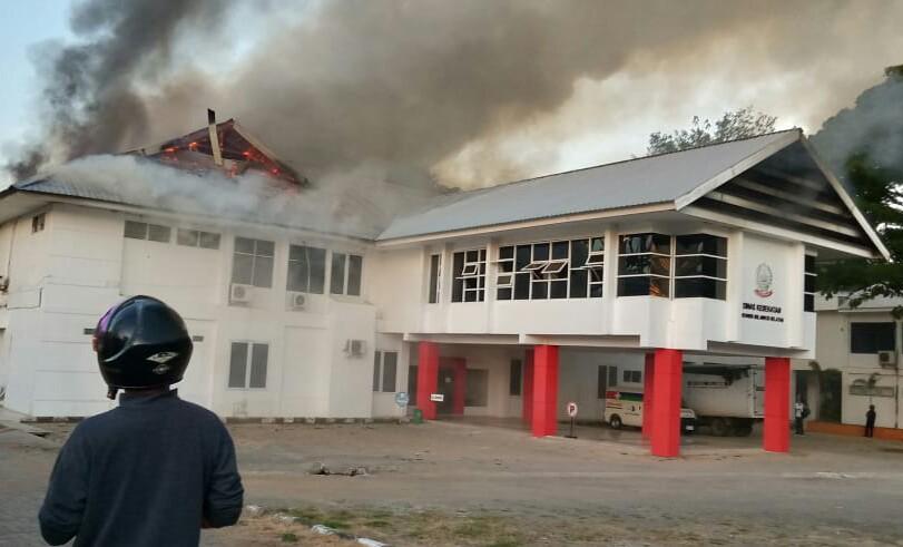 Terlihat Kantor Dinas Kesehatan Provinsi Sulsel Terbakar