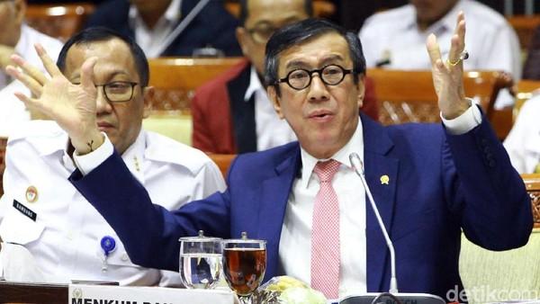 Raker Ditunda, Komisi III Batal Cecar Yasonna Soal Pencopotan Ronny Sompie