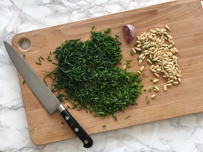 Pesto de cebollino y piñones