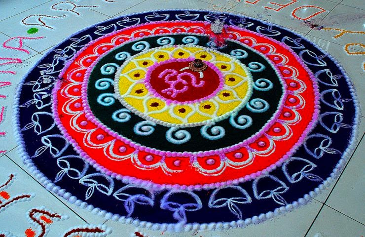 Rangoli Designs and Patterns with Lamps for Diwali 4