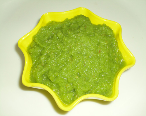 green apple chutney ready to serve