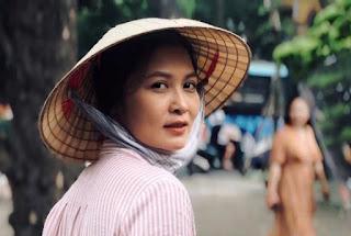Diễn viên Thúy Hà hóa vai cô Hạnh bán Hoa trong VỀ NHÀ ĐI CON