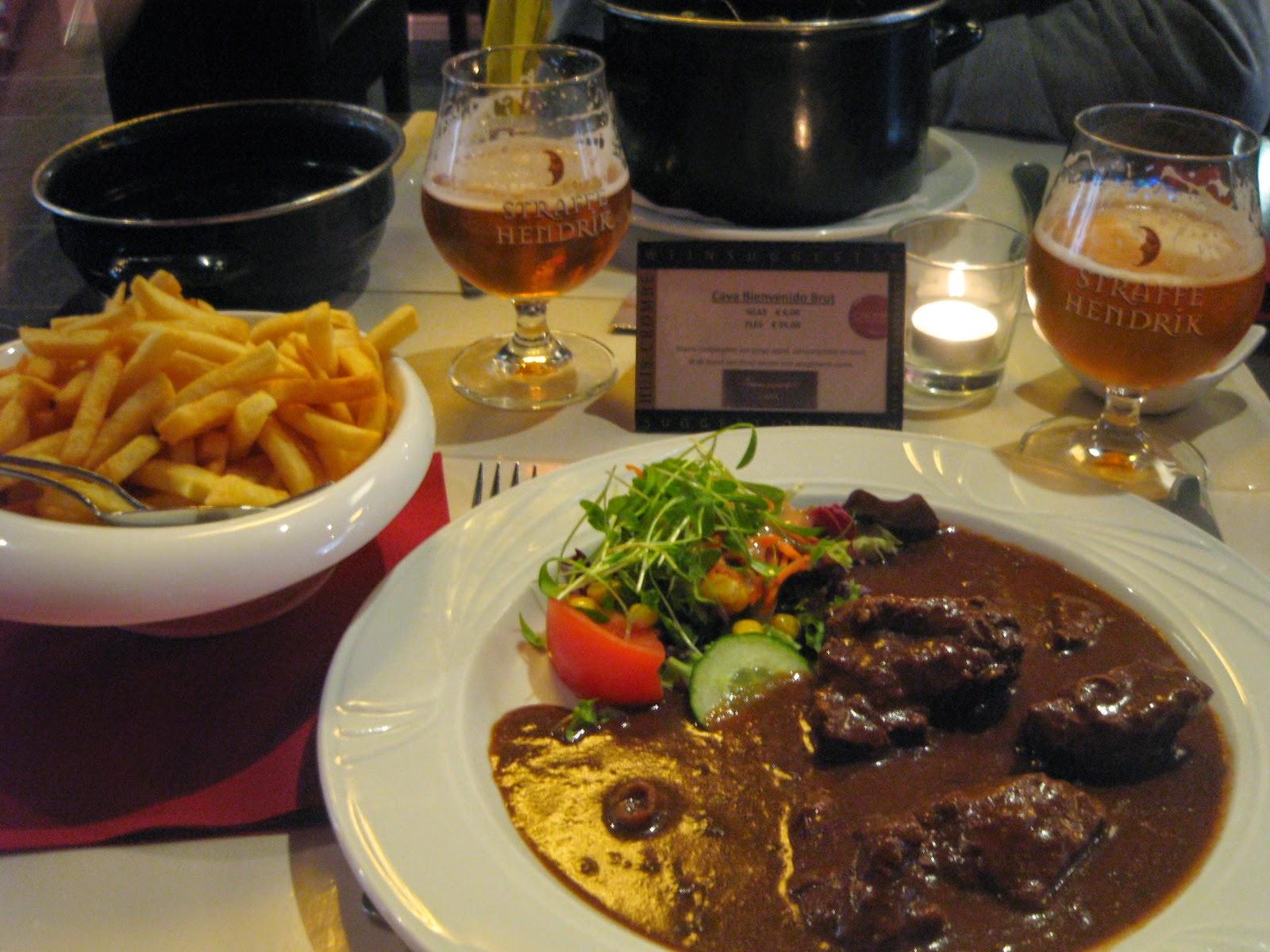 """""""Carbonade"""" en el restaurante """"Venice"""" en Brujas"""