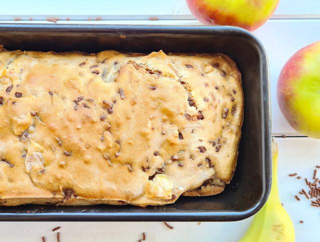 Rezept: Schneller Apfel-Banane-Schoko-Kuchen ohne Zucker. Für diesen saftigen Kuchen braucht Ihr keinen zusätzlichen Zucker.